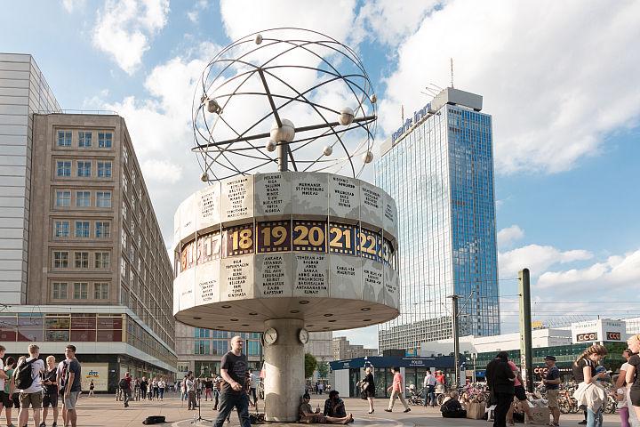 weltzeituhr-alexanderplatz-berlin